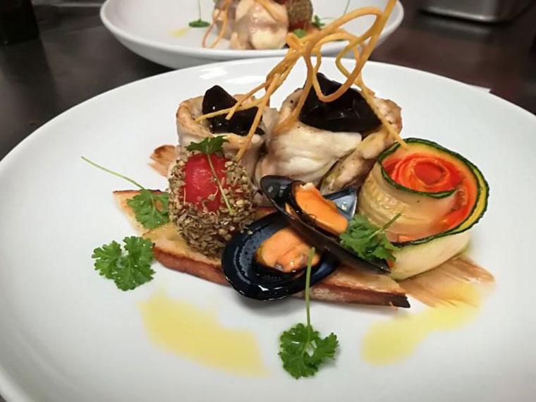 Hauptgericht mit Meeresfrüchten bei L'Antico Borgo in Burghausen